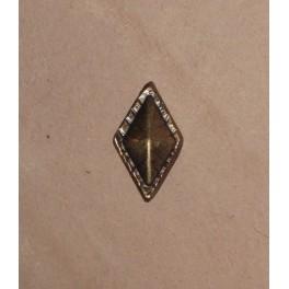Small pyramidal, 21x11mm concho